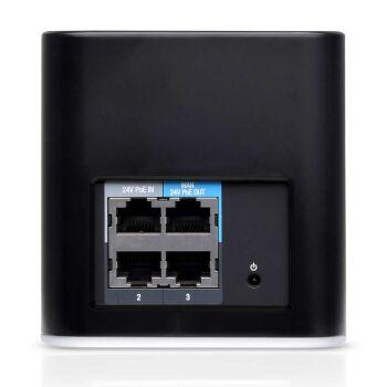 Rückseite mit Ethernet Ports